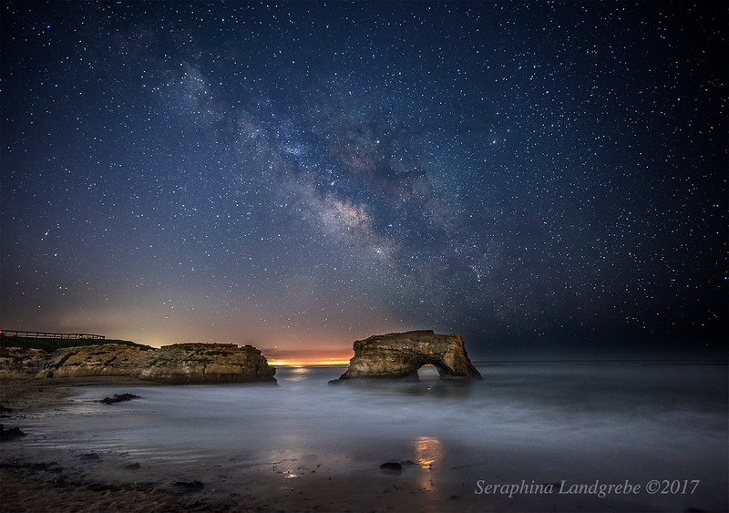 _DSC2633Milky Way Natural Bridges Boat light.jpg
