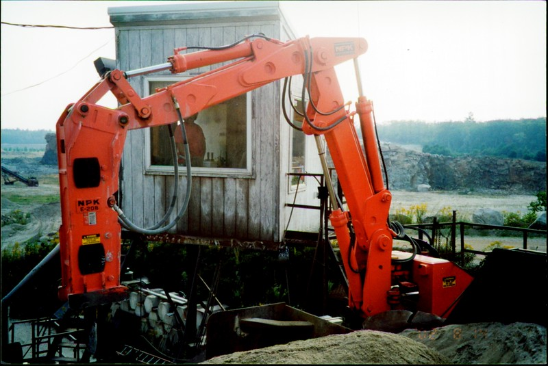 NPK B500 pedestal boom system with E208 hydraulic hammer-breaking rock in quarry (4).JPG