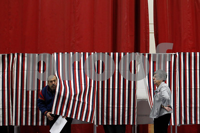small-town-new-hampshire-prepares-for-midnight-voting