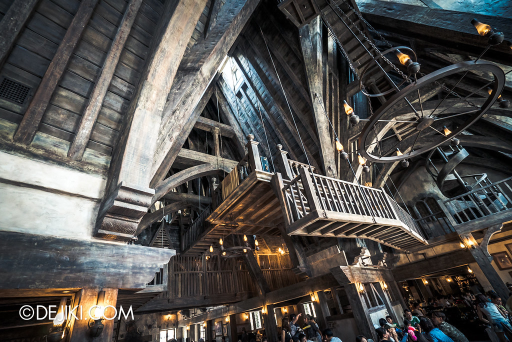 Universal Studios Japan - The Wizarding World of Harry Potter - Three Broomsticks restaurant overview 2