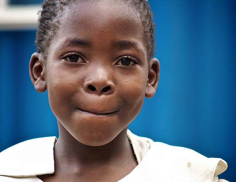 Er dette den vakreste jenta i Nairobi? Øynene er i hvertfall en brønn det er umulig å komme opp fra. Soweto, Nairobi (Foto: Geir)