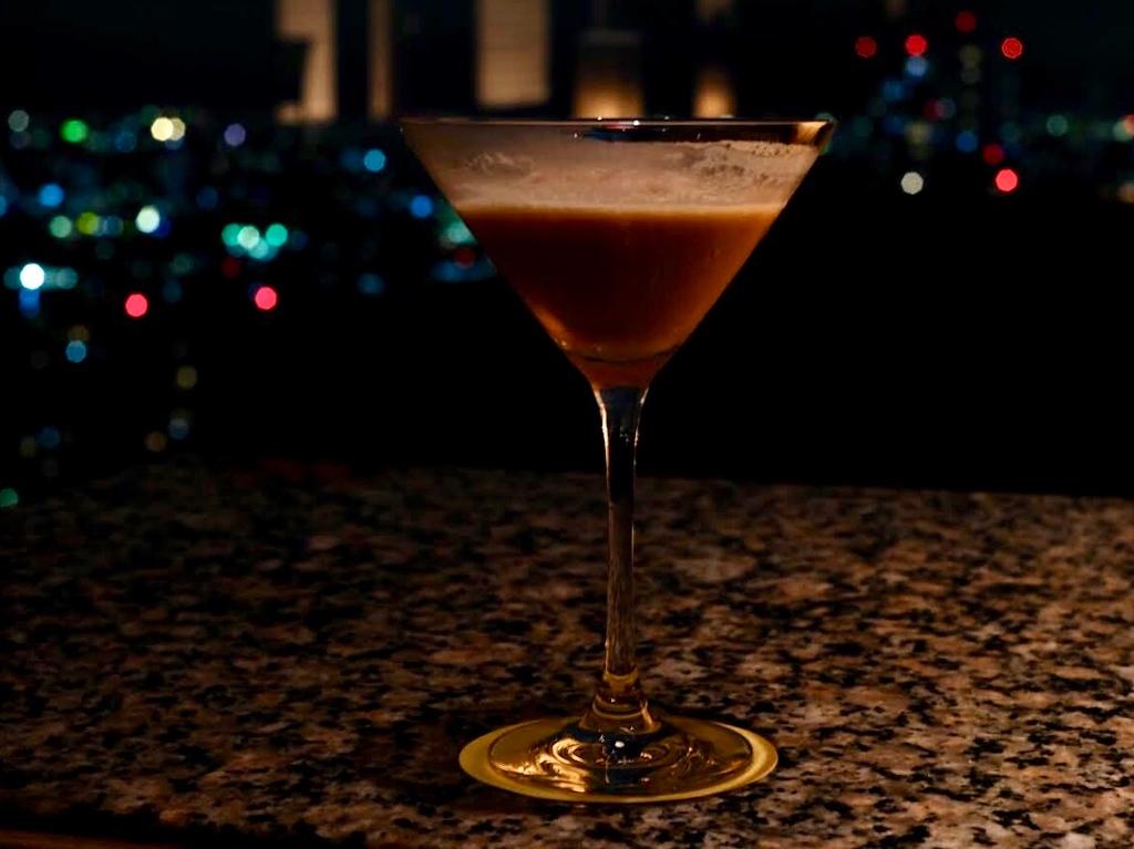 Cocktails at the New York Bar, Shinjuku.