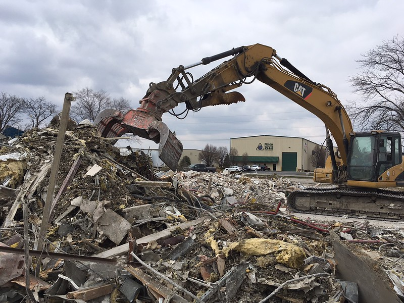 NPK DG20 demolition grab on Cat 320 - Randy Jones Trucking - Lima, OH - Apr 2018 (14).JPG