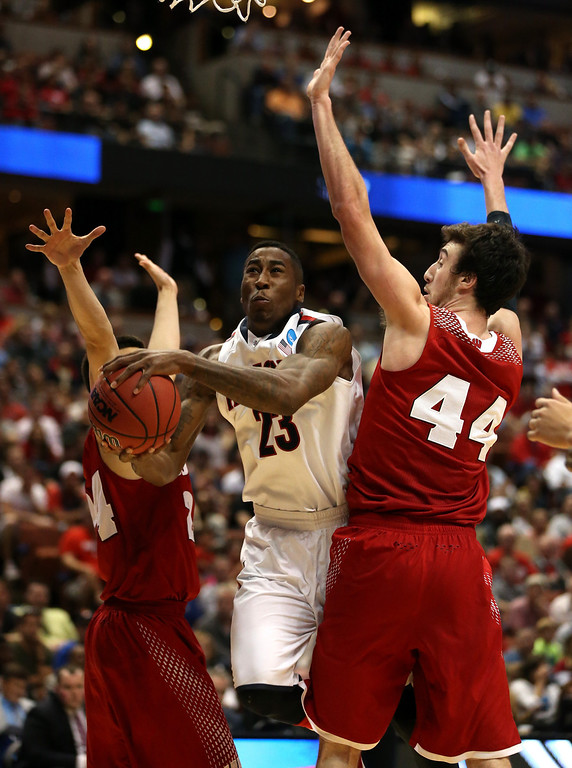 . Rondae Hollis-Jefferson #23 of the Arizona Wildcats goes up for a shot between Bronson Koenig #24 and Frank Kaminsky #44 of the Wisconsin Badgers in the second half during the West Regional Final of the 2014 NCAA Men\'s Basketball Tournament at the Honda Center on March 29, 2014 in Anaheim, California.  (Photo by Jeff Gross/Getty Images)
