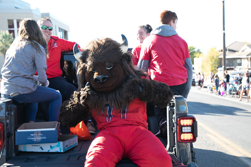 HOMECOMING PARADE 2019-1357.jpg