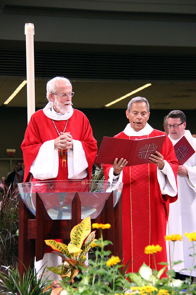 Presiding Bishop Mark S. Hanson and Carlos E. Peña, vice president of the ELCA, open worship.