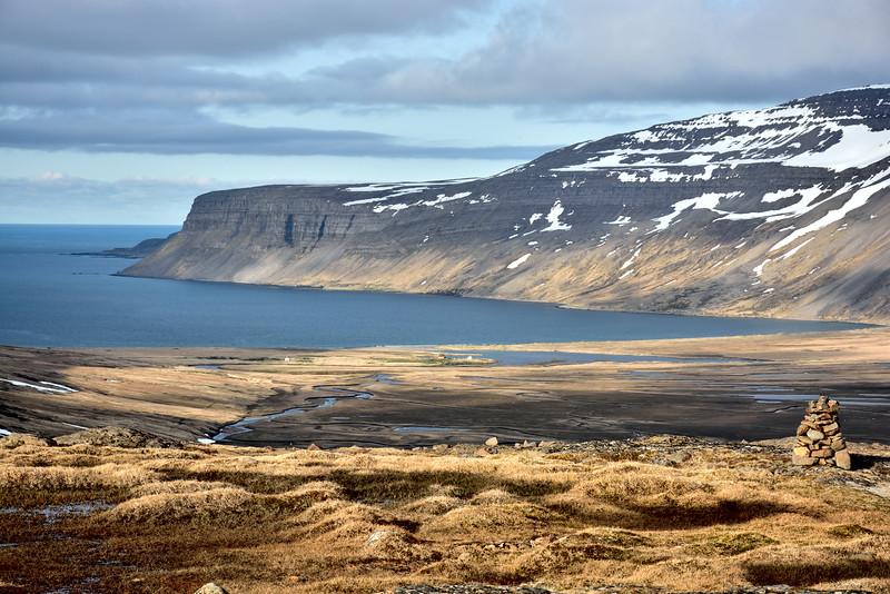 Fururfjörður. Furufjarðarnúpur og handan þess glittir í Þararlátursnes