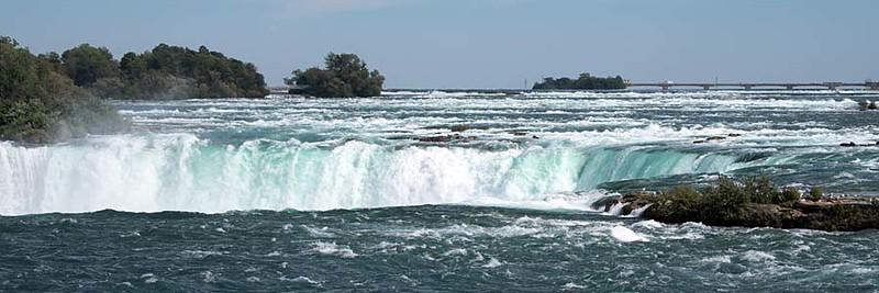 Waterfalls in daylight : Horseshoe Falls, Niagara Falls, Ontario, Canada