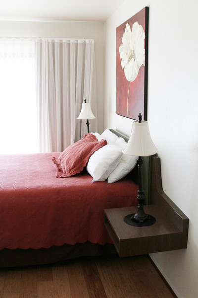 Queen Room Vertical.jpg