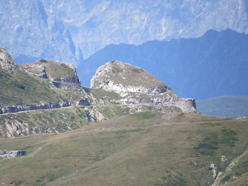Col de la Boaire, gezien vanop Col des Seigneurs. Gecontroleerd op Google Earth en het is mogelijk