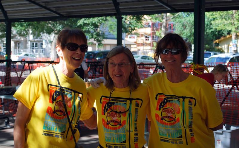 Valet Girls: Karen Martin, Linda Karns, Ginger Edwards (courtesy Eric Senter)