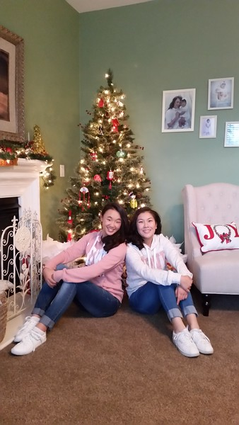 Girls with Christmas Tree 2018