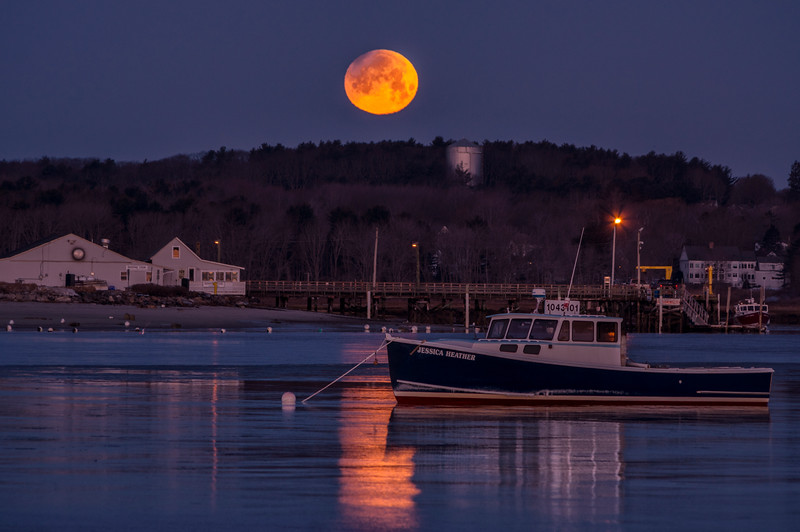 Partal Eclipse Moonset at Ferry Beach, Scarborough, Maine.jpg