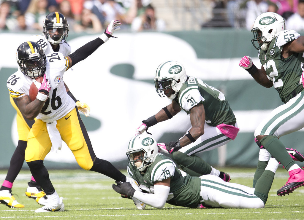 . Running Back Le\'Veon Bell #26 of the Pittsburgh Steelers gets tackled by safety Antonio Allen #39 of the New York Jets on October 13, 2013 at MetLife Stadium in East Rutherford, New Jersey. (Photo by Mitchell Leff/Getty Images)