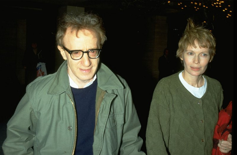 """. <p>1. MIA FARROW <p>Search for her son Ronan�s biological father narrowed down to Frank Sinatra, Woody Allen and the 1986 Mets. (unranked) <p><b><a href=\'http://www.dailymail.co.uk/news/article-2441281/Mia-Farrow-says-Frank-Sinatra-father-son-Ronan.html\' target=\""""_blank\""""> HUH?</a></b> <p>   <p>OTHERS RECEIVING VOTES <p> Jeffery Trevino, revenge porn, Todd Rokita, Donte Hitner, Tropical Storm Karen, Chad Curtis, Austin Collie, Dusty Baker, George Parros, Hillary Clinton, WNBA Finals, Tom Clancy, Johnny Cueto, Jerry Sandusky, Wayne Gretzky statues, Lamar Odom, Zac Hanson, Dallas Latos, Dan Uggla, Silk Road, Gary Bettman, Steve Spurrier, Ricky Watters, Russell Westbrook, Osmo Vanska, Michael Jordan, Purdue Boilermakers, Terrell Suggs, Lane Kiffin, Josh Freeman & Greg Schiano. <p> <br><p>EDITOR�S NOTE <p> The Loop will be capping off a football road trip weekend by sleeping all day Monday. We�ll be back with a fresh Loop Ten on Tuesday. <p>  (Photo by Diane Freed)  <br><p> Kevin Cusick talks fantasy football, and whatever else comes up, with Bob Sansevere and �The Superstar� Mike Morris on Thursdays on Sports Radio 105 The Ticket. Follow him at <a href=\'http://twitter.com/theloopnow\'>twitter.com/theloopnow</a>."""