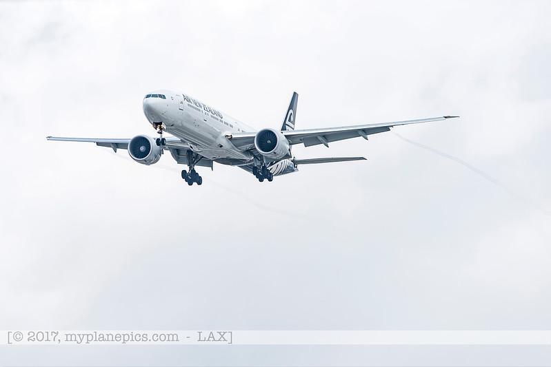 F20170218a140350_4739-Boeing 777-319-Air New Zealand-ZK-OKS.jpg