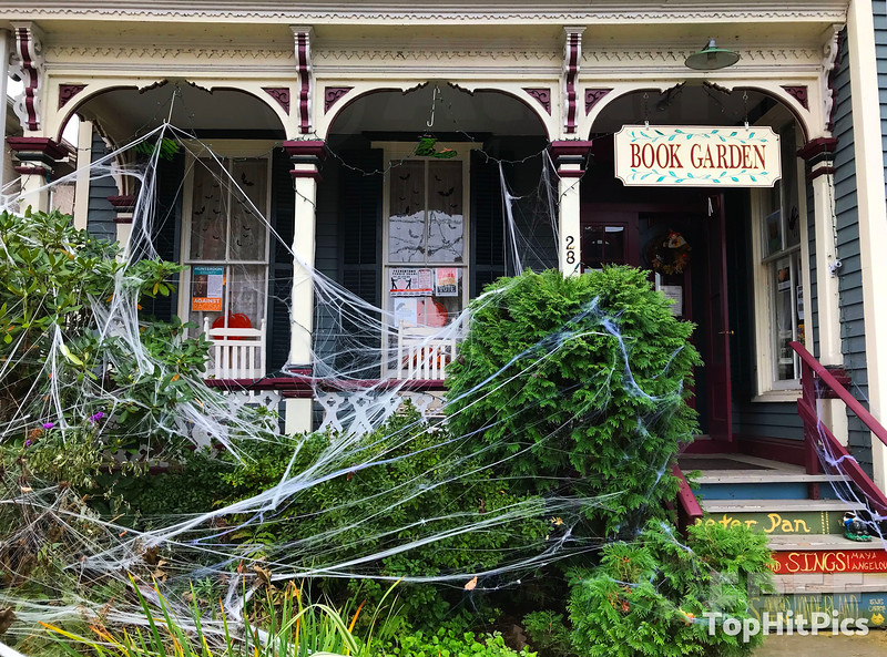 Halloween Decorations in Frenchtown, New Jersey