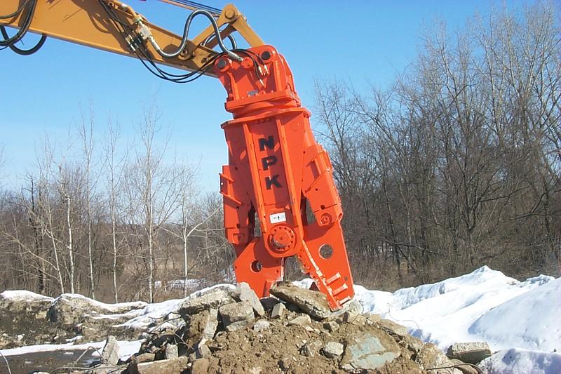 NPK M28G concrete pulverizer on excavator at Hansen-crushing concrete (3).JPG