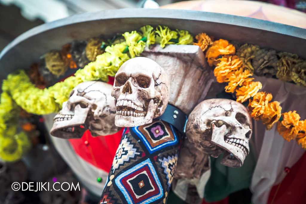 Universal Studios Singapore - Halloween Horror Nights 6 Before Dark Day Photo Report 2 - March of the Dead scare zone / altar skull decor