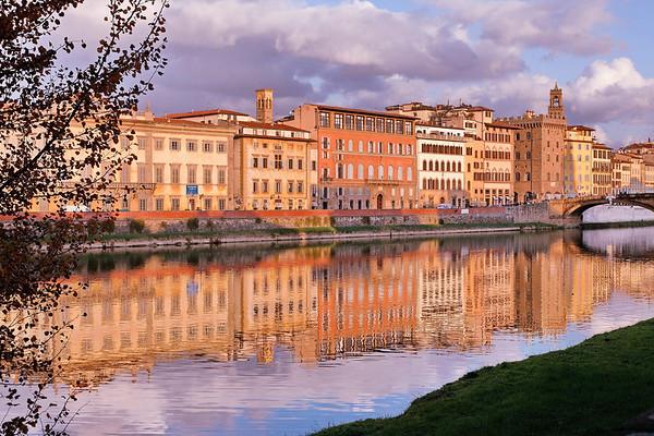 Quai de l'Arno de gauche à droite
