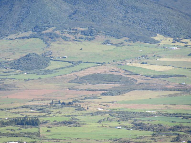 035_La Plaine des Cafres. Une accumulation de laves. 1600m.JPG