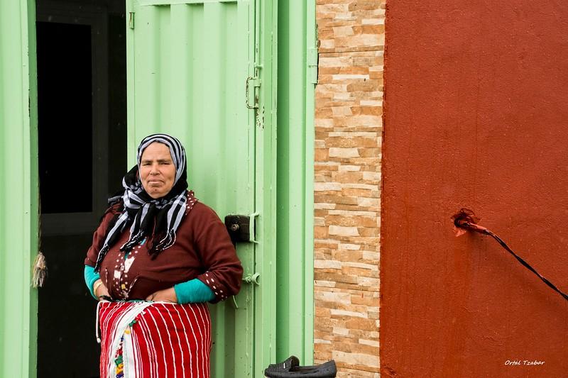 אשה בבית הבד.jpg