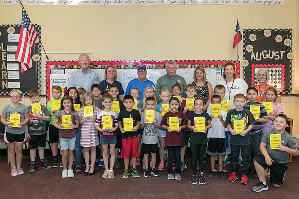 Rockdale Rotary Donates to 3rd Graders Milano