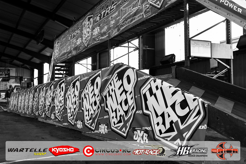 neo race track pits24.jpg