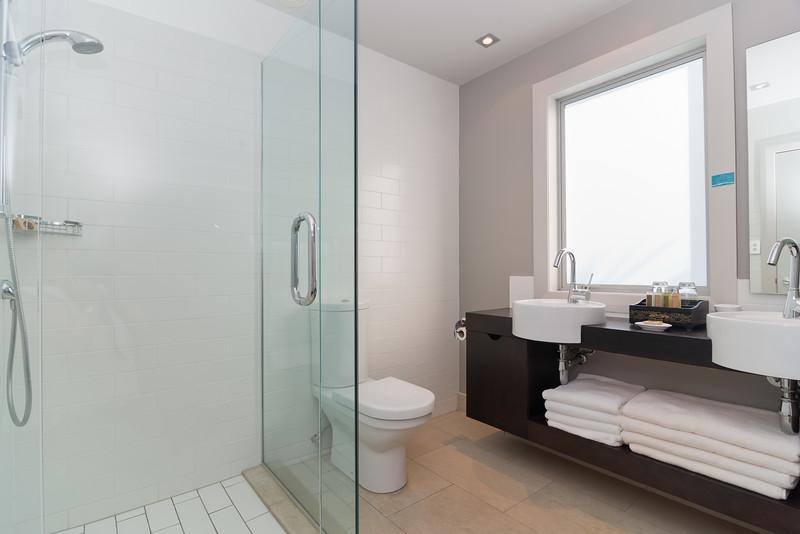 Cloud 9 Luxury Villa Guest Bathroom