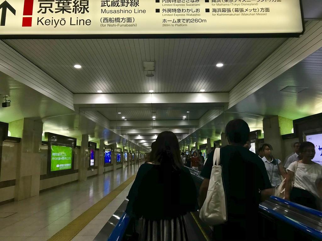 A walkalator towards the Keiyo Line.