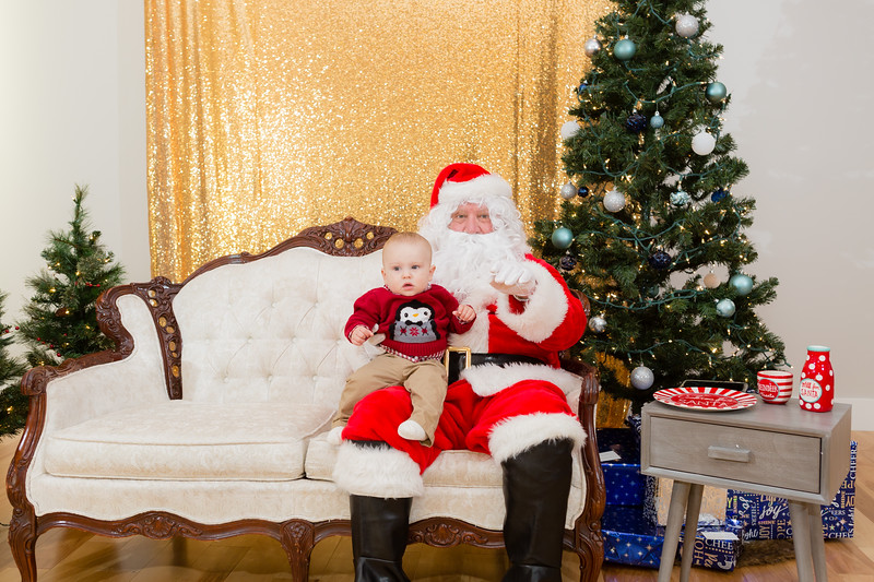 FADS Picture with Santa-154.jpg