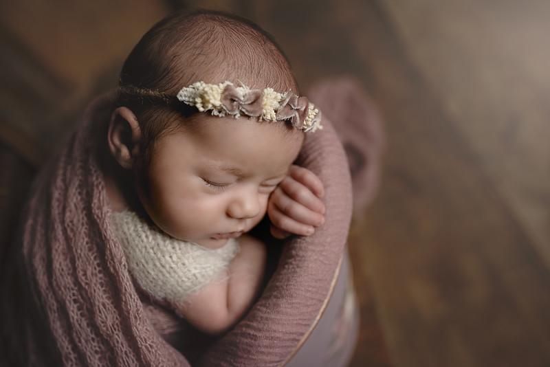 Newborn Lore-13.jpg