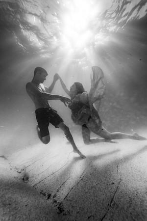 6-26 Underwater Maternity