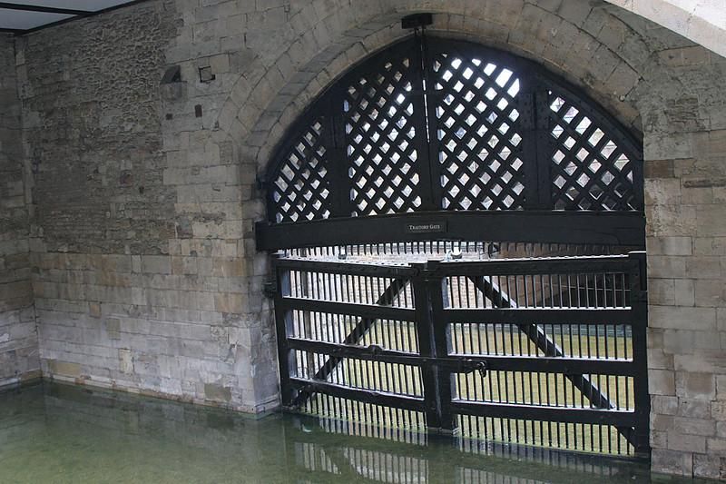 122_London_Tower_Traitors_Gate.jpg