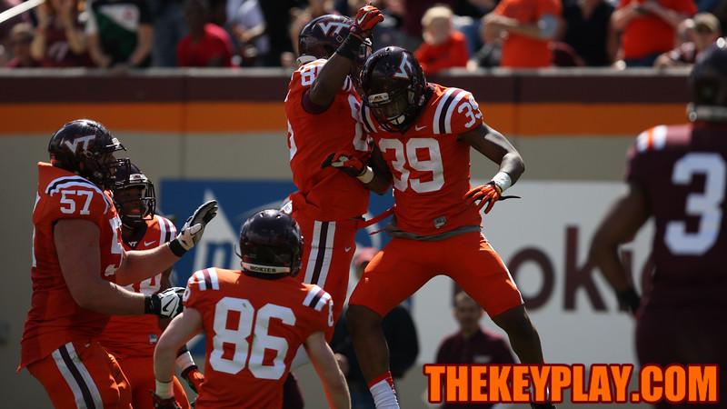 Jaylen Bradshaw (39) celebrates with his teammates after the touchdown catch. (Mark Umansky/TheKeyPlay.com)