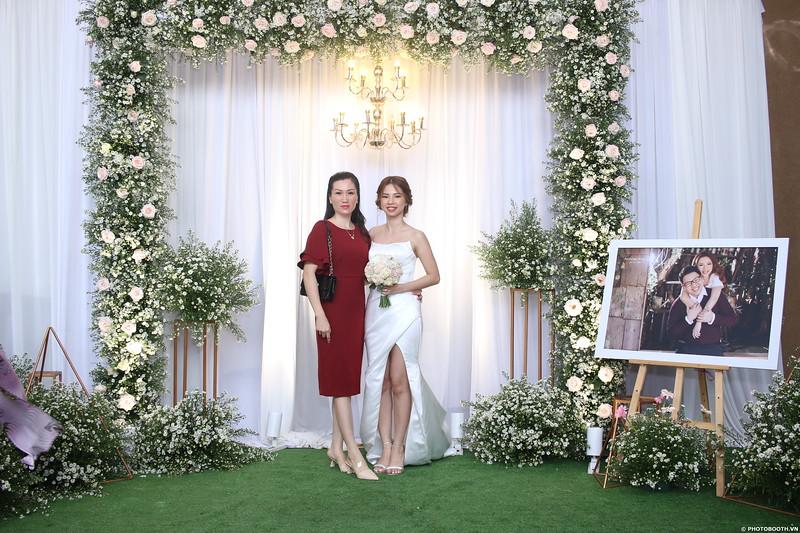 Vy-Cuong-wedding-instant-print-photo-booth-in-Bien-Hoa-Chup-hinh-lay-lien-Tiec-cuoi-tai-Bien-Hoa-WefieBox-Photobooth-Vietnam-110.jpg