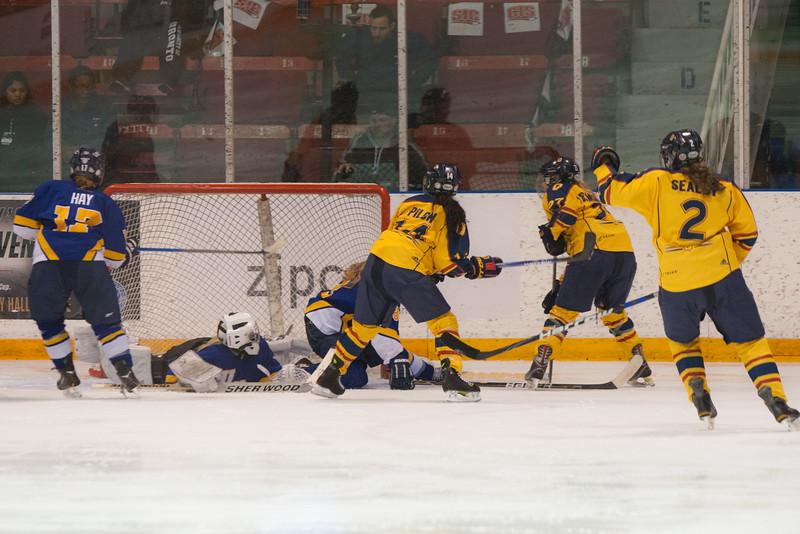 20130310 QWHockeyvsUBC 571.jpg