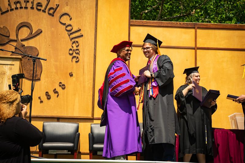 1905_26_graduation_pickhardt-05416.jpg