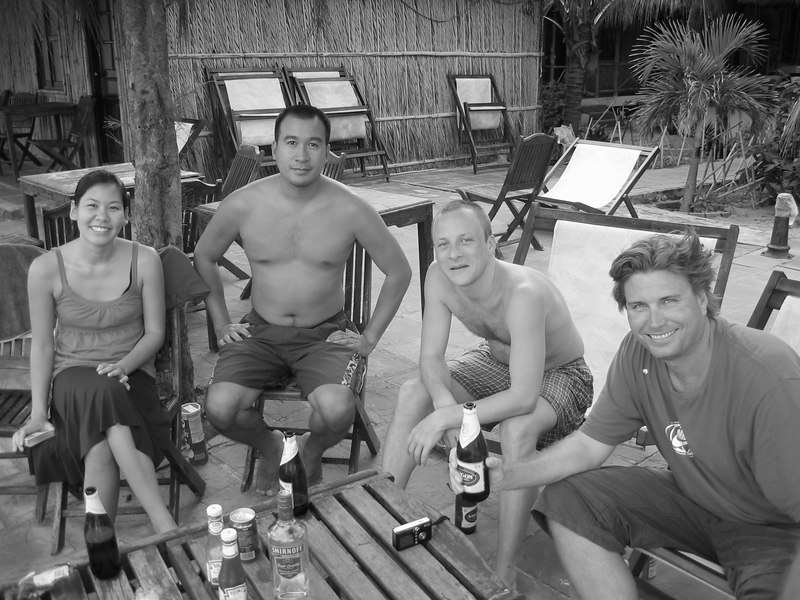 juliet, loc, jon and david at the beach in mui ne.