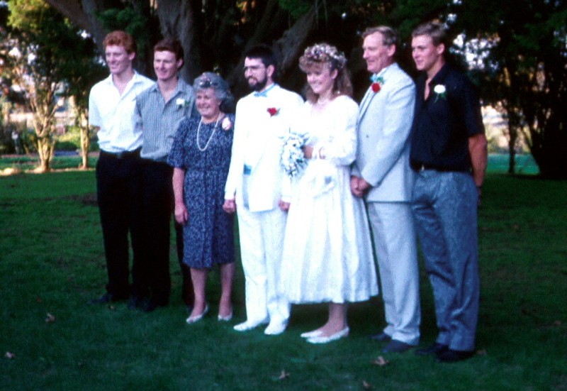 1989-3-19 Susan & Ewan  wedding family shot.jpg