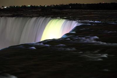 Waterfalls at night : Horseshoe Falls, Niagara Falls, Ontario, Canada