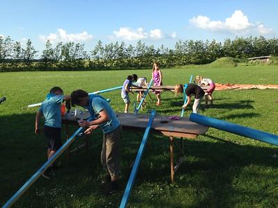 Hellum & Vaarst øver teltrejsning og tager på 10 km travetur!