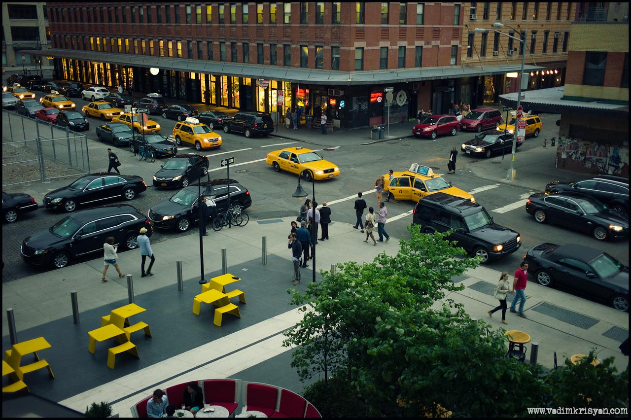 Yellow Line, New York,2012 (LEICA MASTER SHOT)