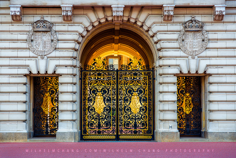 Gate-of-Buckingham-Palace-small.jpg