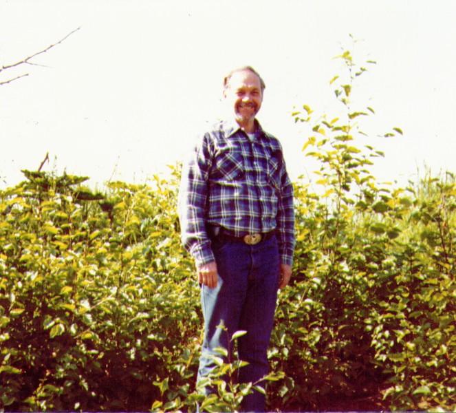 Wayne on Kenai Spur nr Capt. Cook Inlet, July 1980.jpg