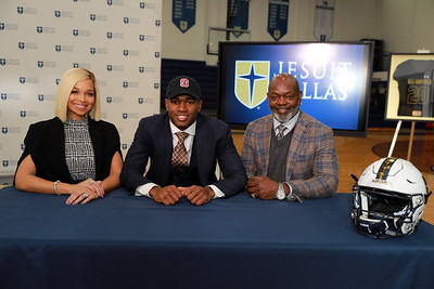 Ej Smith's College Announcement