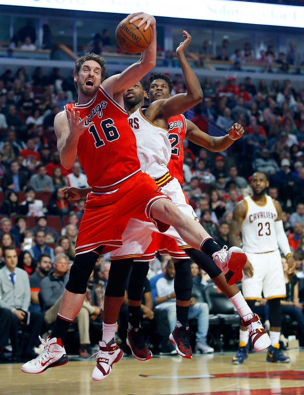 . CORRECTS TO SATURDAY NOT FRIDAY - Chicago Bulls center Pau Gasol (16) grabs a rebound from Cleveland Cavaliers center Tristan Thompson (13) during the first half of an NBA basketball game in Chicago on Saturday, April 9, 2016.  (AP Photo/Jeff Haynes)