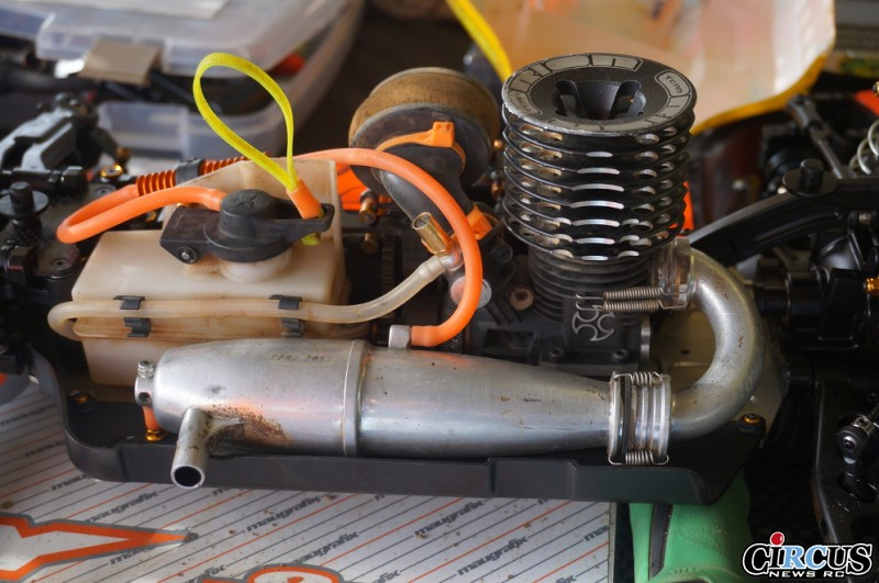 xb8-reno-stands-moteur.jpg
