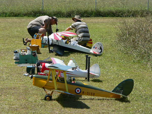 A few lined up,Sunday 19th Feb 2006 at Blacktown Model Aero Club's field at Doonside