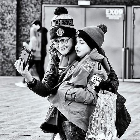 Mum and son fans.jpg